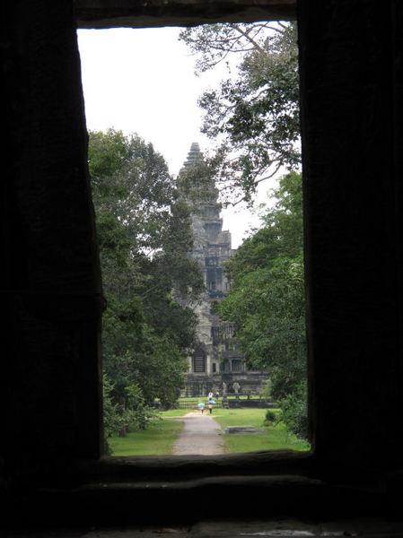 Road to Angkor-Wat