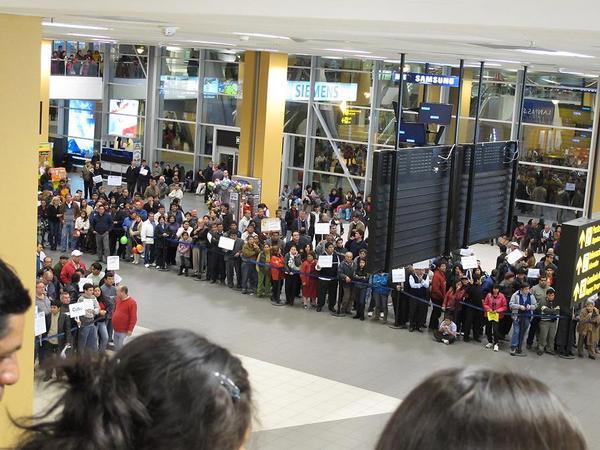 リマ空港到着ロビーを上から眺めた図
