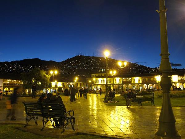 夜のアルマス広場